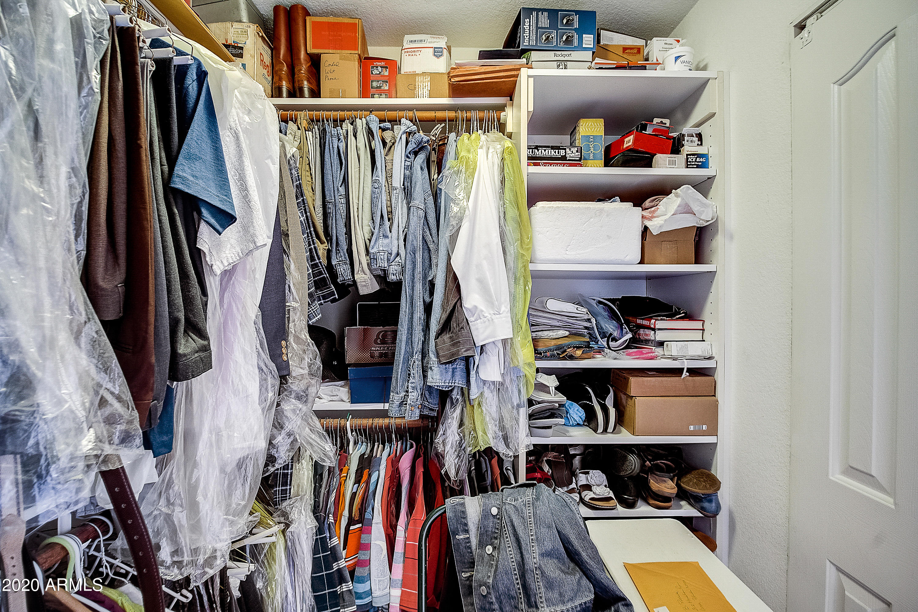 39-Closets with Buill-in Shelving