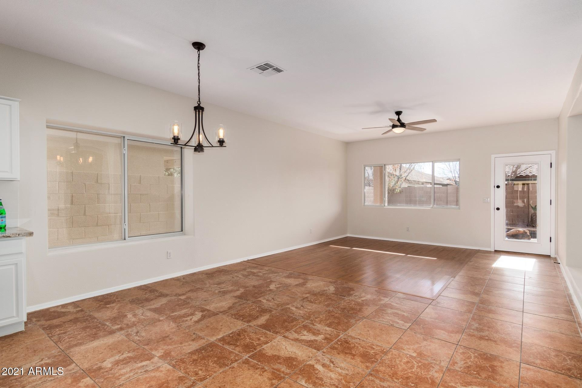 Informal Dining & Family Rooms