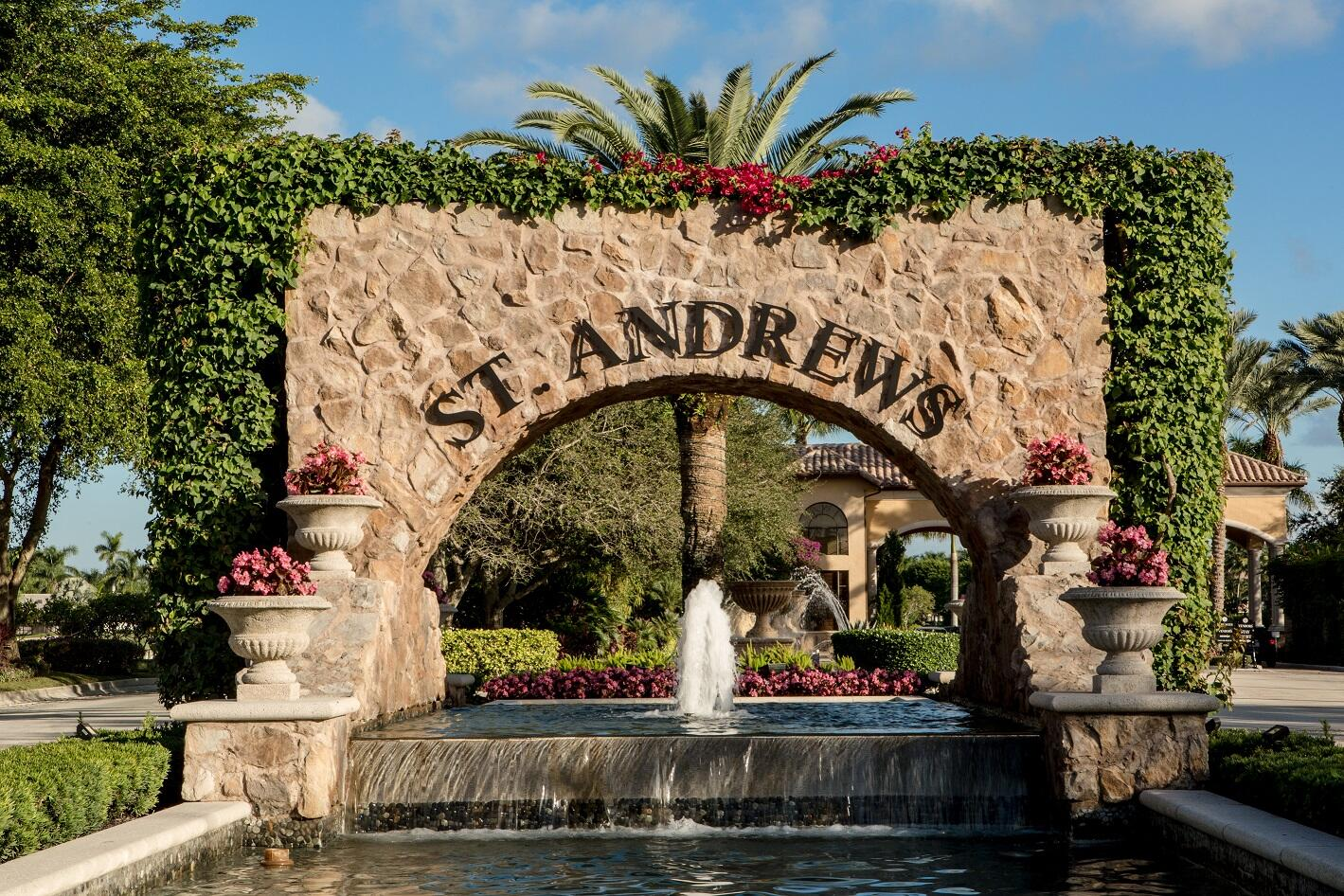 St Andrews Country Club gate