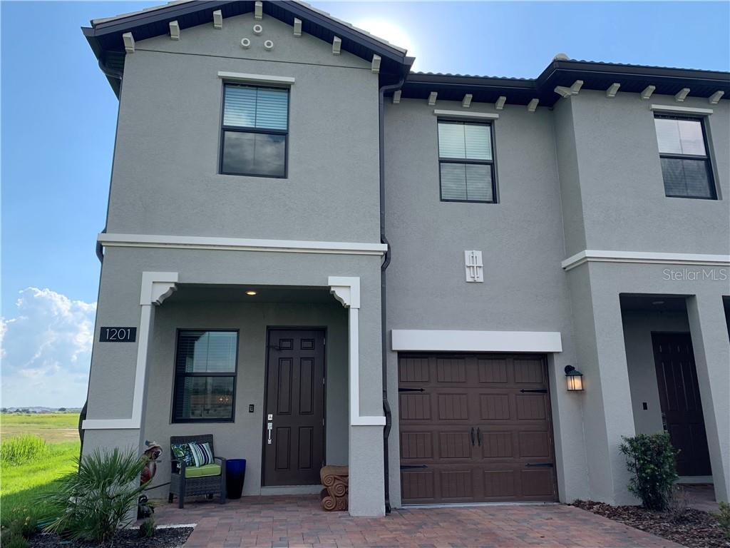 Great End Unit Townhome,Garage,Covered Front Porch Lake Views!