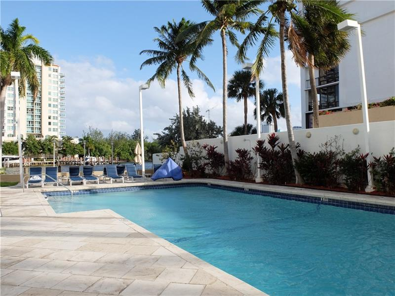 INTRACOASTAL FRONT Pool, Sun Deck, Outdoor Dining, Reading and Visitation Seating. Hop on the WATER TAXI right outside the building Poolside! PREMIER Shopping at GALLERIA MALL just across the Street! Wine, Dine, Shop, Cook, Go to the Beach, Exercise, Water Taxi and So Much More!