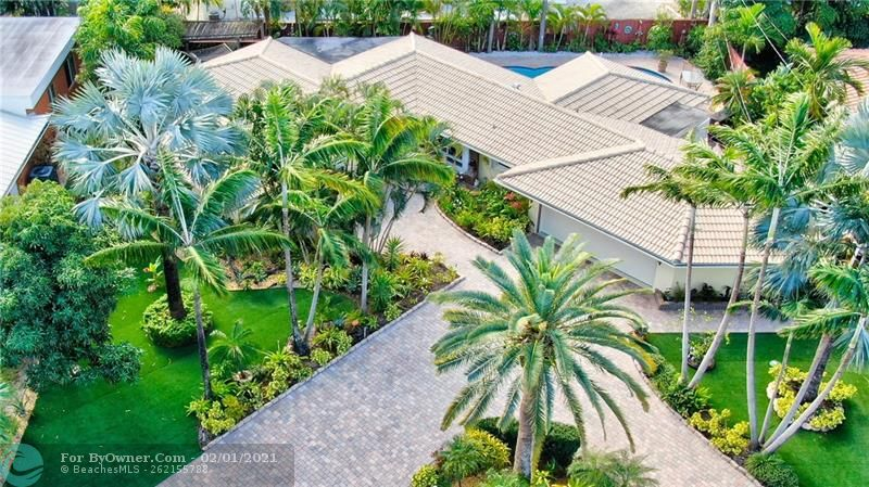 Gorgeous Mature Landscaping and Circular Pavered Driveway