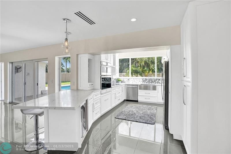2457 Bayview Dr, Fort Lauderdale, Florida image 9