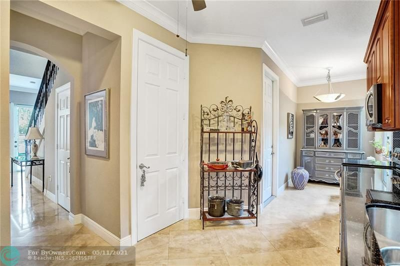 906 SW 8th St, Fort Lauderdale, Florida image 15