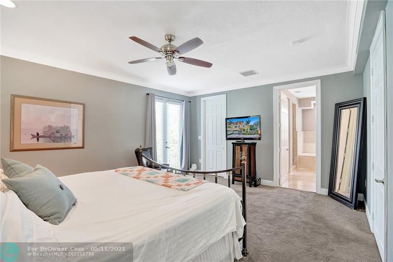 Very large, light and private master suite