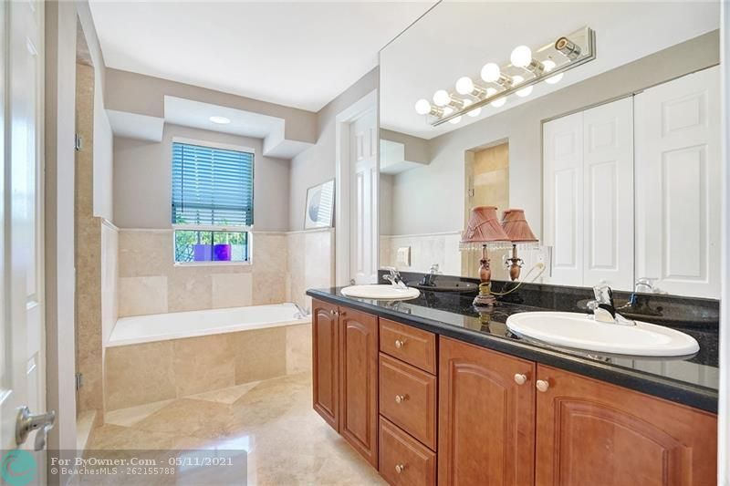 906 SW 8th St, Fort Lauderdale, Florida image 21