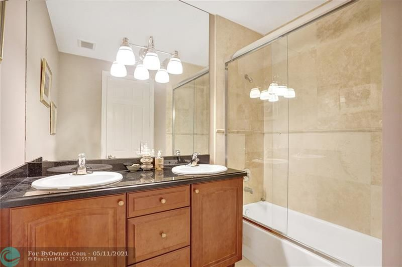 906 SW 8th St, Fort Lauderdale, Florida image 29