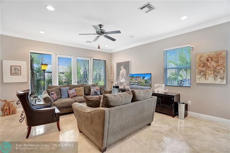 906 SW 8th St, Fort Lauderdale, Florida image 4