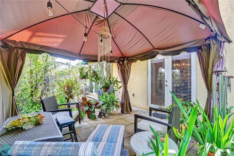 Quiet, tropical garden off the living area and the dining area. Great for entertaining, bar-b-queing, planting a garden or just reading a book on a lazy afternoon.