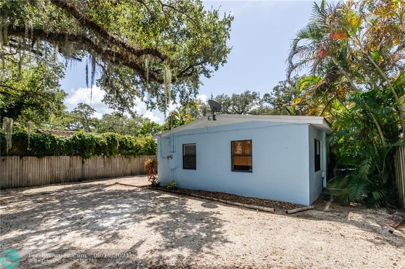 825 SW 16th Ct, Fort Lauderdale, Florida image 19