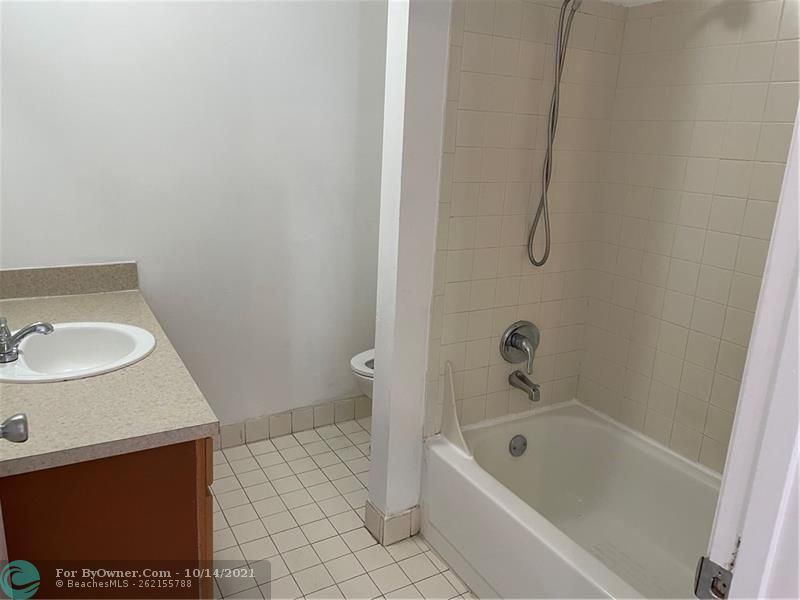 2445 SW 18th Ter #501, Fort Lauderdale, Florida image 11