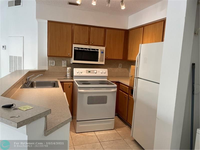 2445 SW 18th Ter #501, Fort Lauderdale, Florida image 7